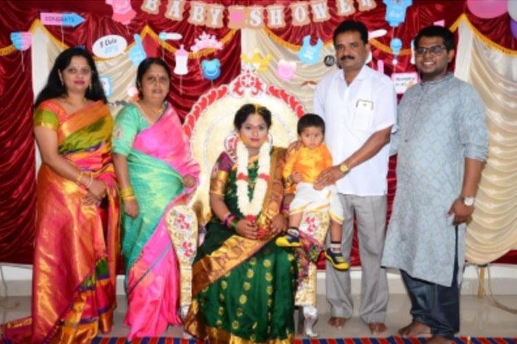 कर्नाटक: ढाई साल की...- India TV Hindi