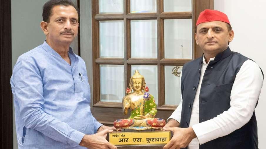 Bahujan Samaj Party National General Secretary R S Kushwaha meet Akhilesh Yadav- India TV Hindi