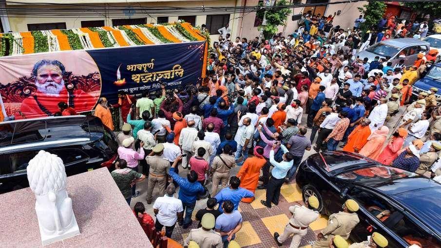 Mahant Narendra Giri given 'Bhu-Samadhi', what initial post-mortem report says- India TV Hindi