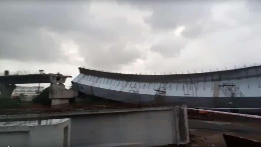 मुंबई: बांद्रा कुर्ला कॉम्प्लेक्स में निर्माणाधीन फ्लाईओवर का हिस्सा गिरा, 13 लोग घायल- India TV Hindi