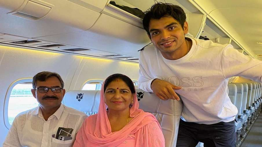 माता-पिता को हवाई...- India TV Hindi