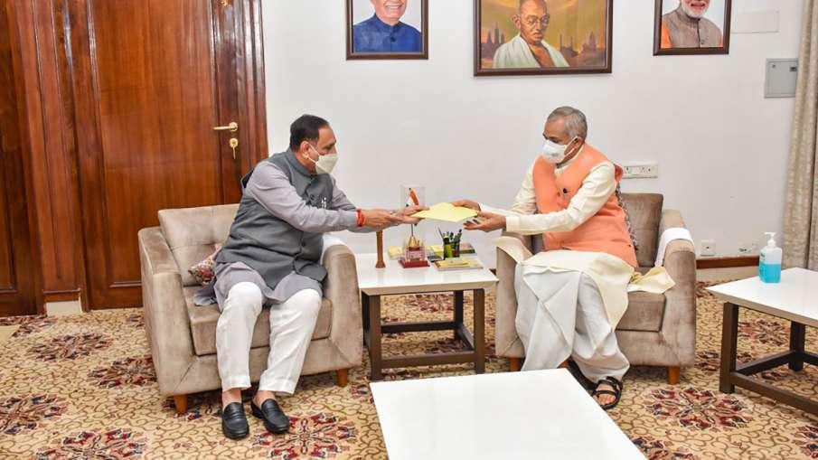 Gujarat Chief Minister Vijay Rupani submits his resignation letter to Governor Acharya Devvrat at Ra- India TV Hindi