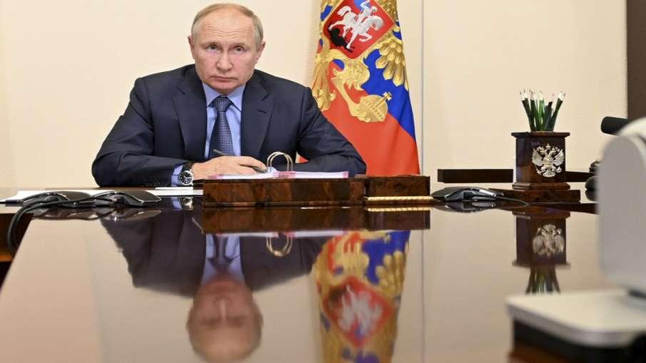 कोरोना संक्रमितों के संपर्क में आए रूस के राष्ट्रपति व्लादिमीर पुतिन, खुद को किया आइसोलेट- India TV Hindi