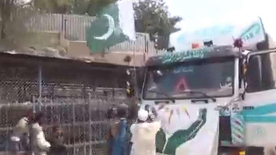 Taliban, Taliban Snatched Pakistan Flag, Taliban Pakistan Flag, Pakistan Flag Video Viral- India TV Hindi