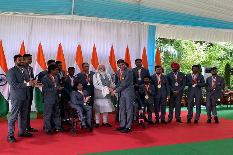 PM Modi met the Indian contingent who participated in the 2020 Tokyo Paralympics- India TV Hindi