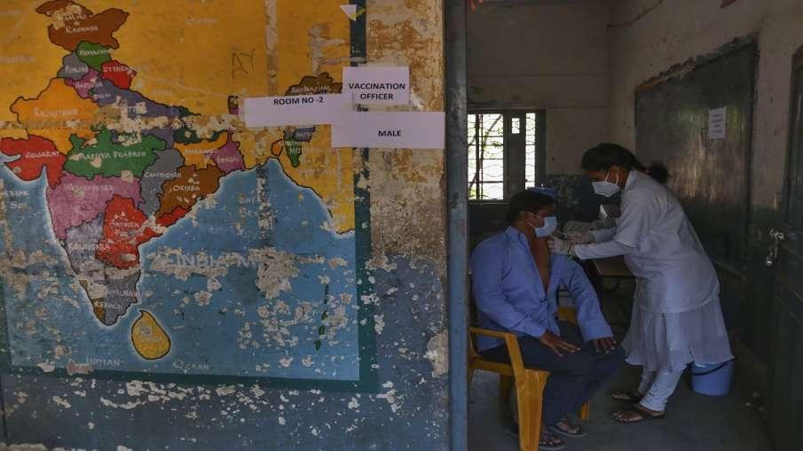 कोरोना टीकाकरण: देश में वैक्सीन की कुल 74 करोड़ से ज्यादा खुराकें दी जा चुकी हैं- India TV Hindi