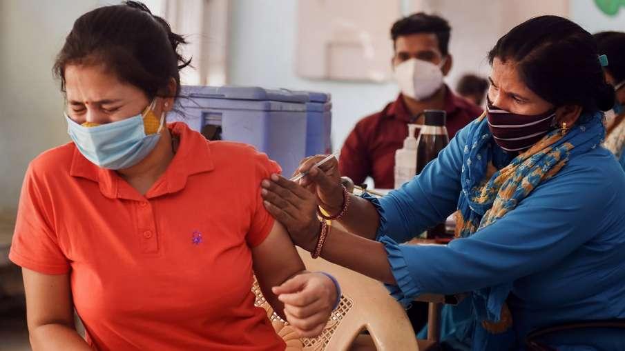 भारत में कोरोना वैक्सीन की कुल 71 करोड़ से ज्यादा खुराकें दी गईं: सरकार- India TV Hindi