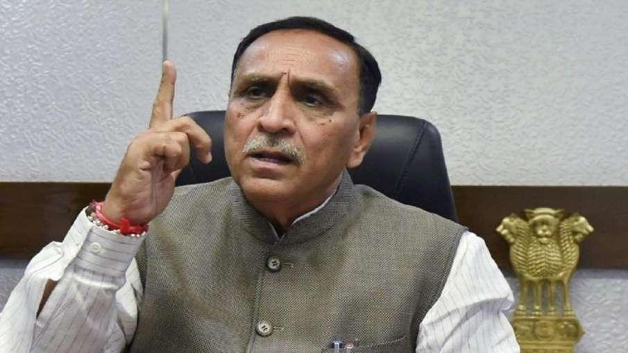 गुजरात के सीएम विजय रुपाणी ने दिया इस्तीफा, 4 मंत्रियों के साथ राज्यपाल से मिलने पहुंचे थे - India TV Hindi