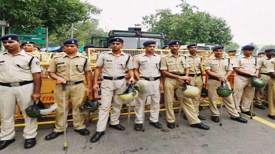 दिल्ली पुलिस कर्मियों को परिवार के साथ जन्मदिन, विवाह की वर्षगांठ मनाने के लिए मिलेगी छुट्टी- India TV Hindi