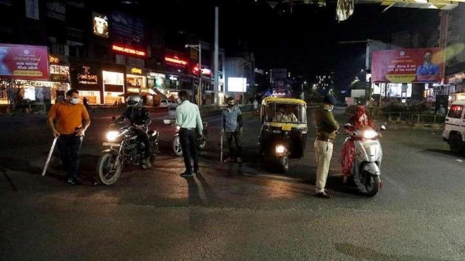 गुजरात के कई शहरों में 10 नवंबर तक बढ़ा Night Curfew, रात 12 से सुबह 6 बजे तक रहेगी पाबंदी- India TV Hindi