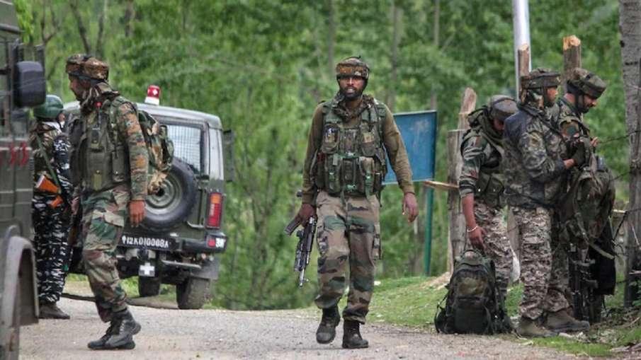 जम्मू-कश्मीर के राजौरी में एनकाउंटर, आतंकियों से मुठभेड़ में JCO और जवान शहीद - India TV Hindi