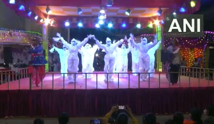 Girls in PPE kits performed Garba dance in Rajkot Gujarat on the occasion of Navratri watch viral vi- India TV Hindi
